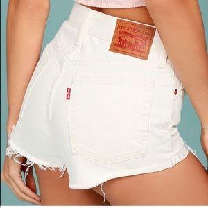 LEVIS/ 501 frayed edge high waist white shorts